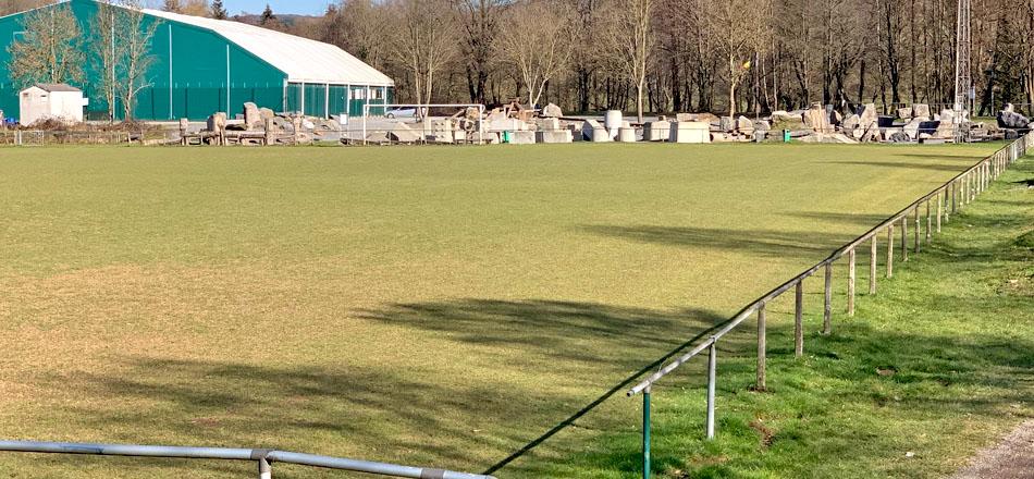 Terrain en gazon du centre sportif communal d'Aywaille