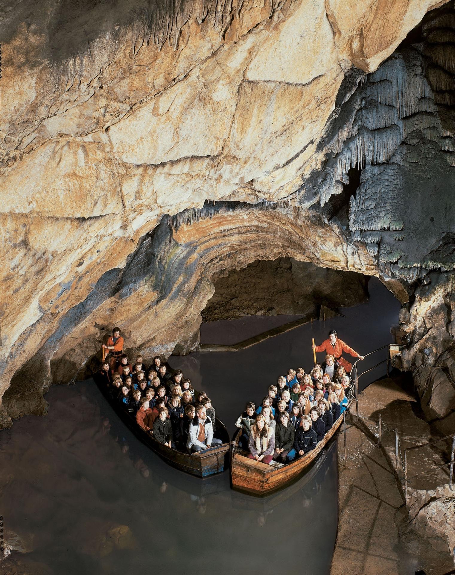 Grottes barques